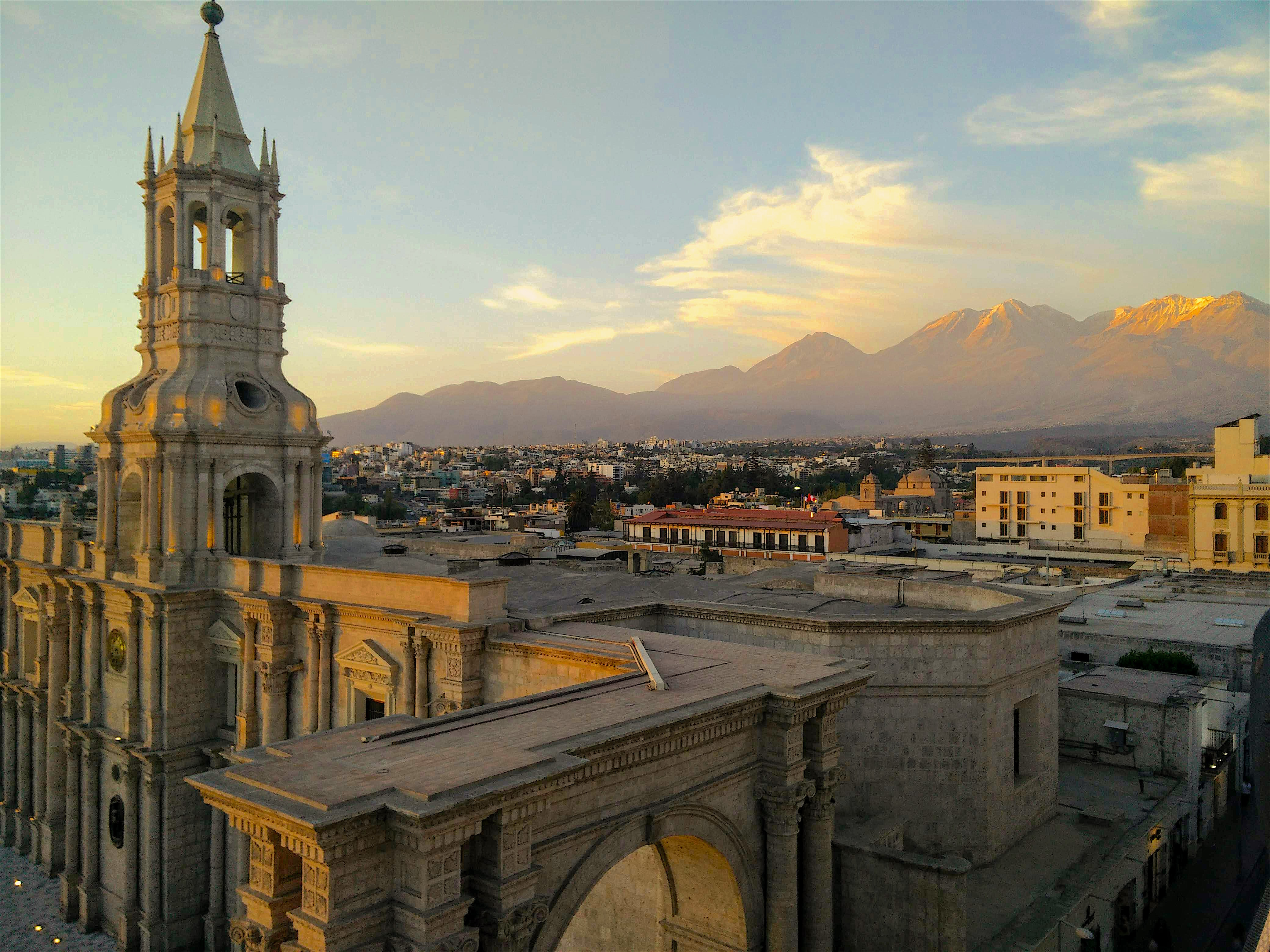 The view of the volcanoes behind the Plaza de Armas in Areuipa